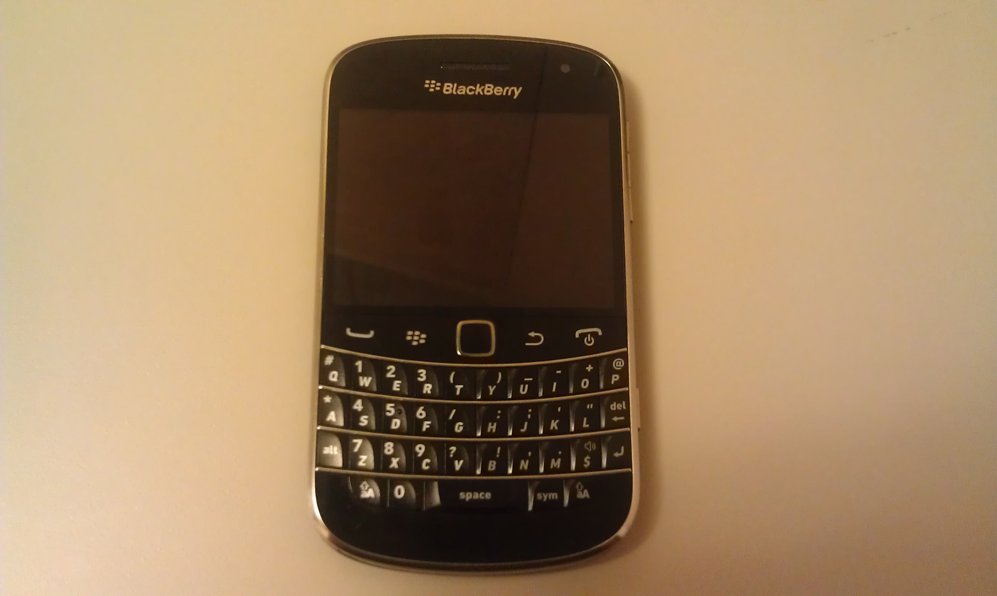 BlackBerry Bold 9900 At A Glance